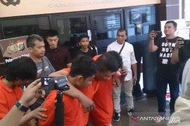 Empat begal warteg terancam penjara sembilan tahun