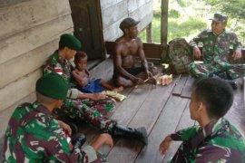 Prajurit TNI gelar komunikasi sosial dengan warga Aramsulki