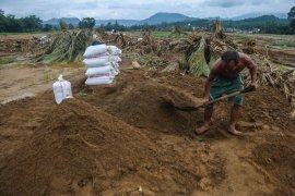Banjir bandang  bawa berkah bagi penambang pasir di Lebak