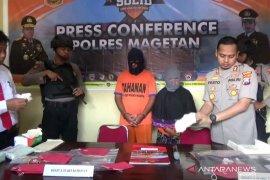Pasangan suami istri edarkan uang palsu diringkus polisi Magetan