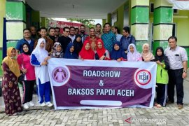 Dokter spesialis penyakit dalam gelar bakti sosial di Aceh Barat dan Nagan Raya