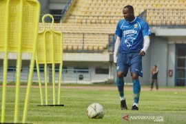 Pelatih Persib tegaskan tak rekrut Joel Vinicius
