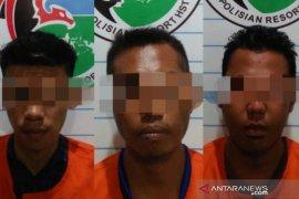 Polres HST bekuk tiga tersangka narkoba, satu orang sembunyi di WC Langgar
