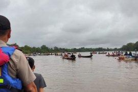 Kecelakaan speed di danau, seorang ibu hamil dan bocah 6 tahun tewas tenggelam