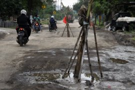 282 kilometer jalan di Kabupaten Ngawi kondisinya rusak