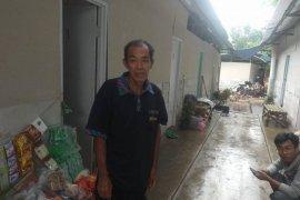 Warga pengungsian banjir bandang Lebak berharap relawan bantu bak penampung air