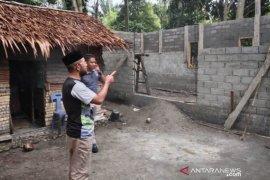 Wabup Abdya tinjau pembangunan rumah dhuafa
