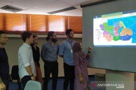 Belasan mahasiswa Australia pelajari konstruksi bangunan di Jatim