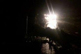 Pohon tumbang, arus lalu lintas macet di Sitahuis perbatasan Taput