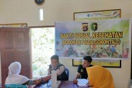 Polda Gorontalo gelar bakti kesehatan ke masyarakat pesisir