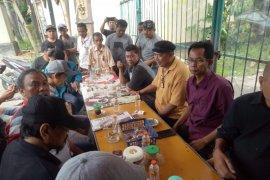 Ketua DPRD temui PKL yang terancami penertiban di Kupang Indah Surabaya