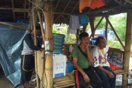 Warga korban banjir di Lebak  masih bertahan di tenda pengungsian