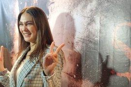 "Aktris  Luna Maya buat riasan prostetik di Rusia untuk ""Suzzana"""