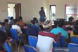 """""""Alfamart"""" beri latihan manajemen dan bantu modal pedagang Tabanan (video)"""