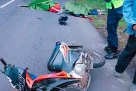 Berboncengan mengendarai sepeda motor, ibu dan anak korban tabrak lari meninggal di tempat
