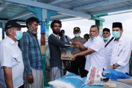 Pemkab Aceh Barat salurkan bantuan makanan untuk WNA Iran