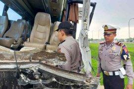 Kernet bus rombongan Kiai NU Jatim yang mengalami kecelakaan meninggal dunia