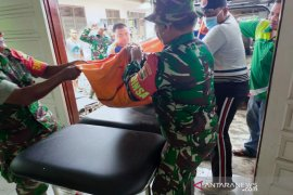 TNI dan Polri berhasil evakuasi jenazah Ramalan korban banjir Tapteng