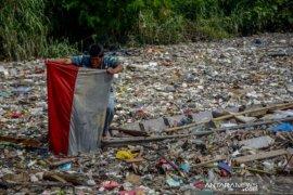 Sungai tertutup sampah