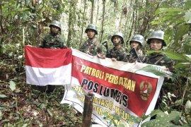 Satgas Yonif Raider Patroli Patok Perbatasan RI-Malaysia