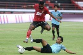 Laga uji coba Bali United lawan Persela
