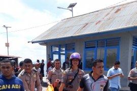 Polisi evakuasi sesosok mayat ditemukan terapung