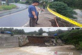 30 meter tembok penahan di Tapanuli Selatan amblas