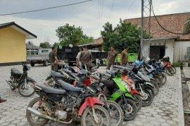 Polsek Koba amankan 18 unit sepeda motor penambang liar