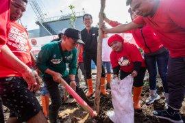 Gerakan Mencintai Bumi, PDIP Surabaya pelopori penghijauan di TPA Benowo