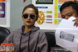 "Pedangdut Siti Badriah penuhi pangilan Polda Jatim terkait ""MeMiles"""