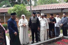 Tokoh nasional dan ribuan pelayat hadiri pemakaman Gus Sholah