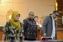 Neneng Hassanah ungkap Iwa Karniwa minta uang tambahan untuk izin Meikarta