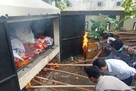 316 kilogram buah hingga daging babi ilegal dimusnahkan Karantina Pekanbaru