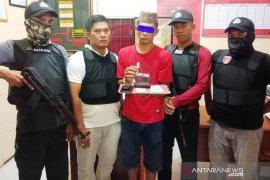 Nyamar jadi pembeli, polisi tangkap pengedar sabu di Aceh Timur