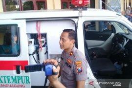 Polres Sampang buru sopir ambulans tabrak anggota polisi