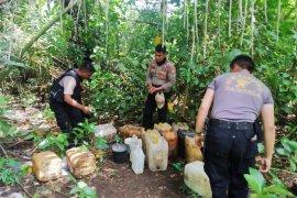 Polisi Pulau Morotai musnahkan ribuan liter miras tradisional