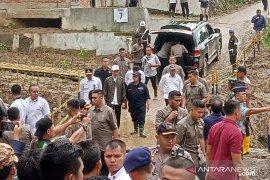Jokowi tinjau kampung lokasi tewasnya tujuh warga tertimbun longsor di Sukajaya