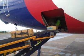 Sriwijaya Air terbangkan 15.000 masker dan baju pelindung ke China