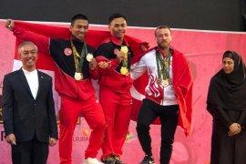 Lifter Eko Yuli dan Triyatno raih medali emas Fajr Cup di Iran