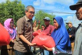 Wawali serahkan bantuan pangan korban banjir