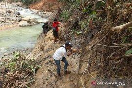 TNI akan bangun akses jembatan besi ke tiga kampung di Cileuksa Bogor