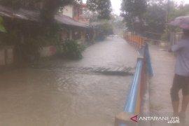 Hujan lebat mengguyur Tanjung Pandan timbulkan genangan air 40 centimeter