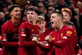 Gol bunuh diri antar tim muda Liverpool ke 16 besar  Piala FA