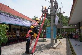 PLN bangun gardu distribusi simulasi di SMKN 5 Surabaya