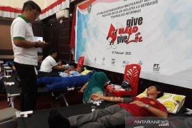 Karyawan Harita Nickel Division donor darah peringati Bulan K3 nasional