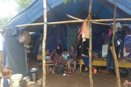 Menipis, stok bahan pokok di pengungsian korban banjir Lebak