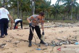 Pemkab Bangka Barat imbau warga jaga Pantai Tanjungular