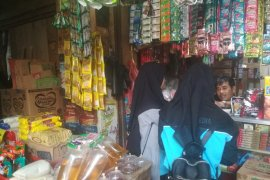 Sejumlah harga kebutuhan pokok di Pasar Rau Serang merangkak naik