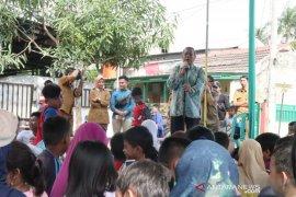 468 siswa Tangsel terdampak banjir terima bantuan perlengkapan sekolah