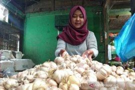 Satgas Pangan Garut telusuri kenaikan harga kebutuhan pokok di pasar tradisional